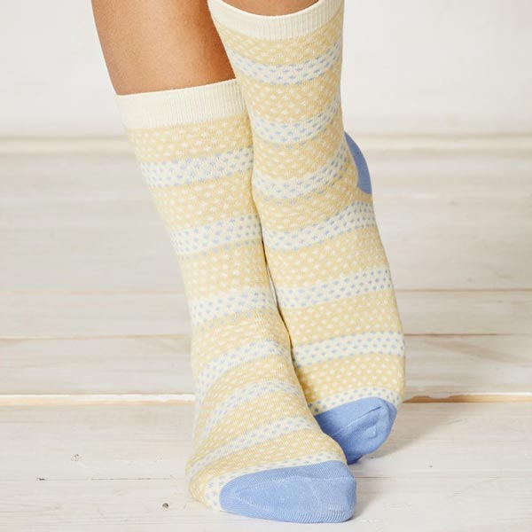 ls151-hembury-yellow-dot-bamboo-socks-close_1